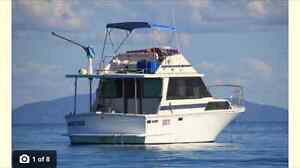 Mariner 34FT fly-bridge twin turbo  diesel shaft drive leaving Buderim Maroochydore Area Preview