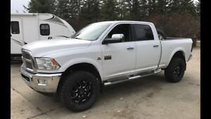 Mint loaded 3500 Laramie. Leveling kit