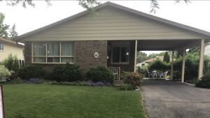 Stunning 3 bedroom bungalow-St Catharines-Aug 1