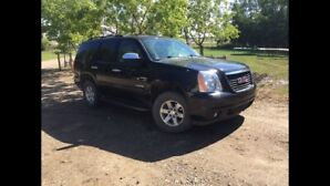 2012 GMC Yukon SLT, Leather, DVD, Remote Start, Sunroof, Seats 8