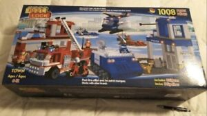 New in Box HUGE 1008 Piece Emergency Services Building Set