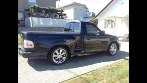 2004 FORD lightning (mint condition)