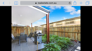 1 bed available with own bath and aircon! Little Mountain Caloundra Area Preview