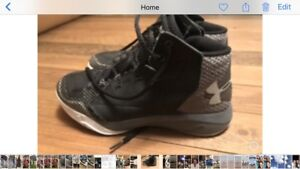 Under Armour basketball shoes ladies/girls size 7.5