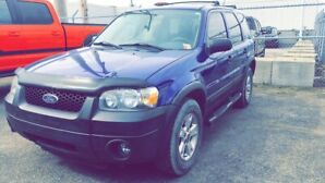 Ford escape AWD (4x4) **SEULEMENT 145 000km