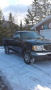 2001 Ford F-150 xl Pickup Truck 4 X 4 112000 kms