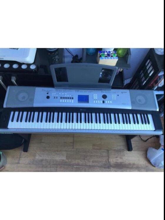 Yamaha DGX-640 , 88-Key Hammer Standard Portable Grand Piano with