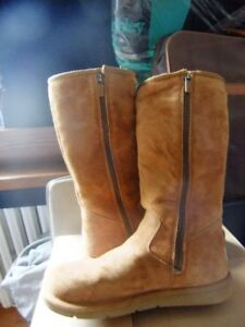 Ladies Size 6 UGGS with zipper on side