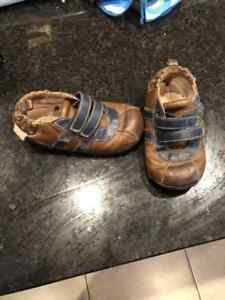 Robeez sz 16-20 months great condition