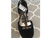 Girls junior shoe (new)
