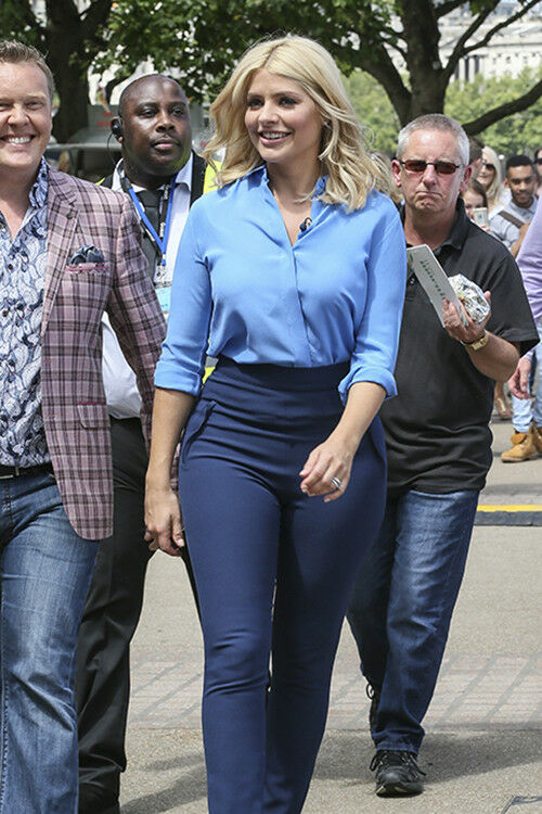 Holly Willoughby goes for head-to-toe blue