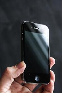 iPhone 4S  Unlocked 8 GB. 30 day warranty + lifetime blacklist guarantee – Orchard