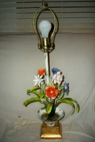 ITALIAN TOLE FLOWERS EPERGNE TABLE LAMP GILT BASE FRENCH VINTAGE MID CENTURY
