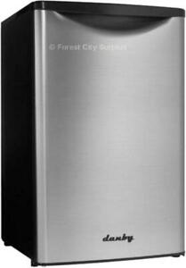 DANBY DAR044A 4.4 CUBIC FOOT BAR FRIDGE WITH STAINLESS STEEL DOOR - Compare Surplus Prices !!!