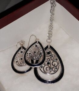 Brand New Jewelry Set From The Museum Company In Box