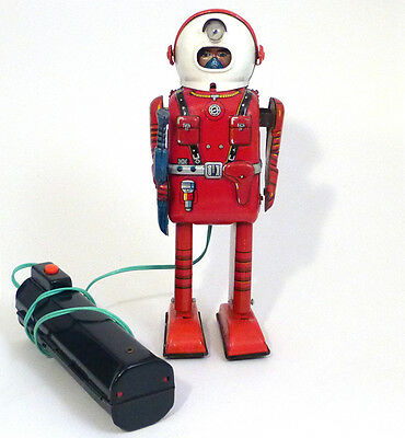 1950s PORTHOLE ROBOT By Linemar Japan SEE VIDEO Rare!
