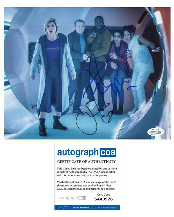 """Jodie Whittaker, Tosin Cole & Mandip Gill """"Doctor Who"""" SIGNED 8x10 Photo B ACOA"""
