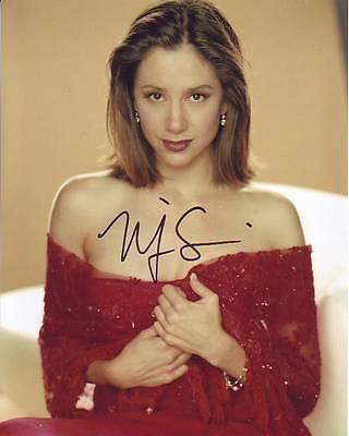 Mira Sorvino Signed Autographed 8X10 Photograph