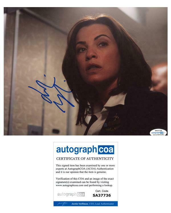"""Julianna Margulies """"Snakes on a Plane"""" AUTOGRAPH Signed 'Claire' 8x10 Photo ACOA"""
