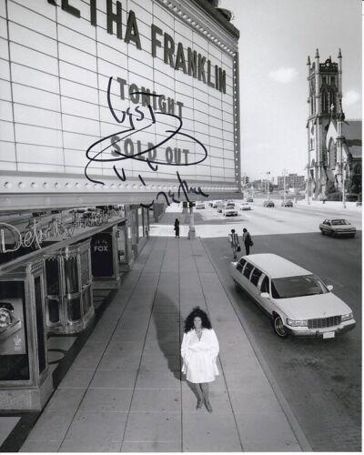 ARETHA FRANKLIN Signed Photo w/ Hologram COA