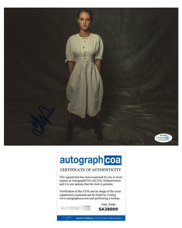 """Grace Van Patten """"Nine Perfect Strangers"""" AUTOGRAPH Signed 8x10 Photo ACOA"""