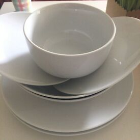 Set of 6 pieces of plates and 2 for free :)