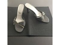 Grey heeled mules with medium heel