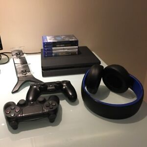 PS4 / 5 Games / 2 Controllers / Sony Headset