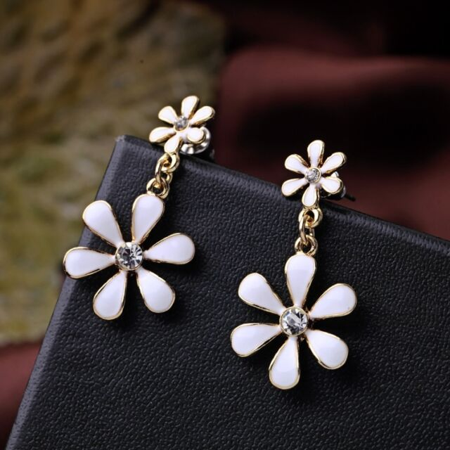 Very pretty gold tone white enamel daisy chandelier earrings ebay very pretty gold tone white enamel daisy chandelier earrings aloadofball Image collections