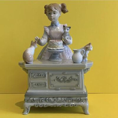 "1993 Retired Lladro Porcelain Figurine ""Birthday Party"" #6134 MIB"
