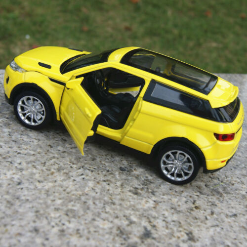 Maisto Yellow Smart Fortwo Open Door Diecast Metal Car: Model Car Toys Land Rover Evoque 1:32 New Sound&Light