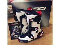 Brand new Sidi Mag Lock motorbike boots, UK 9 fit like 8.5, Alpinestars, Dainese