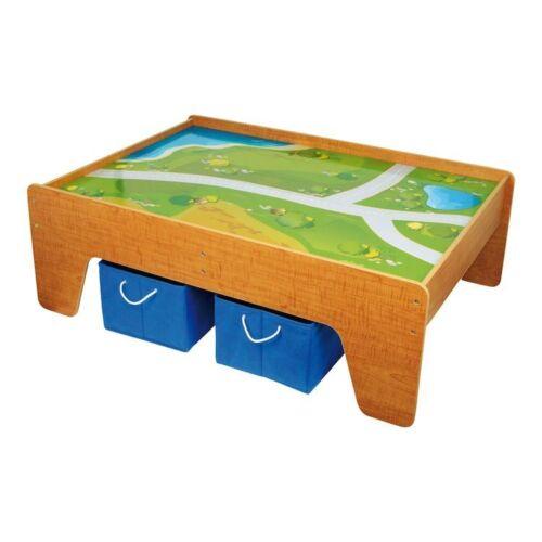 Tavolo in legno da gioco con piano disegnato per bambini