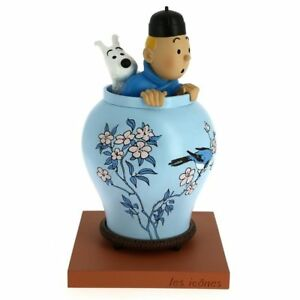 Tintin and Snowy looking out of Chinese Vase Statue
