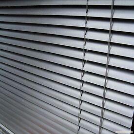 WHITE PVC VENETIAN BLINDS 160CM DROP x 100CM, BRAND NEW STILL SEALED