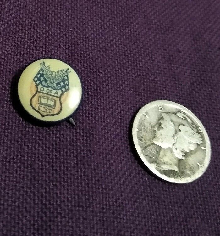 Vintage D Of A Very Small Button/Pin Daughters Of America