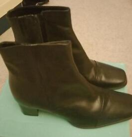 Ladies size 5 clarks leather boots