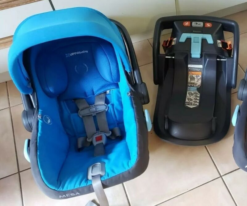 UPPAbaby MESA car seat w/ Base Color Blue Condition Very Good