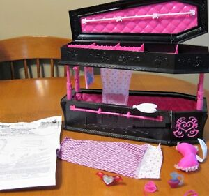 MONSTER HIGH DOLL DRACULAURAS COFFIN BED JEWELLERY BOX COMPLETE