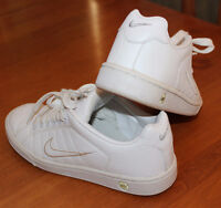 NIKE Runners, Women's Size 6, Like new Condition!