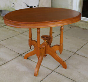 Solid Wood Oval Parlour Table With Finial