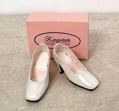 "KINGSTATE CREAM PATENT PUMPS FOR 18"" KITTY COLLIER BY ROBERT TONNER - NIB"