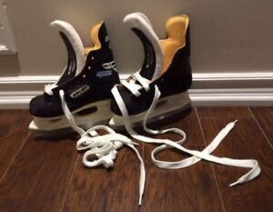 BAUER charger hockey skates Y10D, fits shoe size 11-12 | as-new