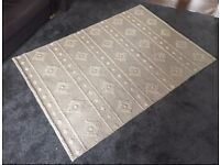RUG - BEAUTIFUL AND EXCELLENT CONDITION
