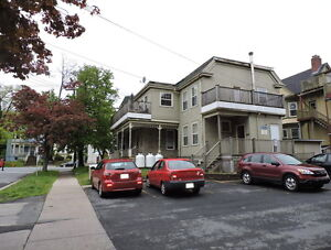 4 Bedroom across from Dal Dentistry, washer and dryer!