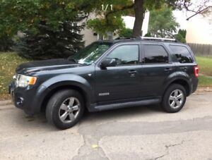 2008 Ford Escape XLT AWD LOW kms! Grandma driven