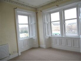 Bright and spacious 2 bedroom top floor flat, central location and on street parking £475PCM