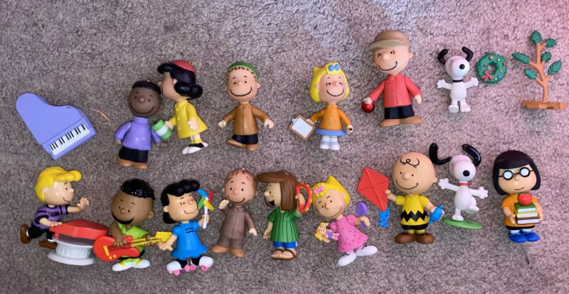 Peanuts Characters Figurines 18 Pieces