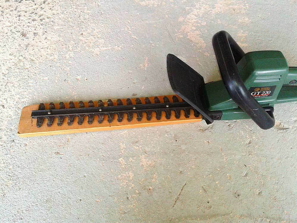 What to do when your hedge trimmer isn't cutting properly ...