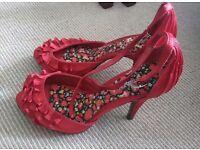 Ladies shoes, size 3